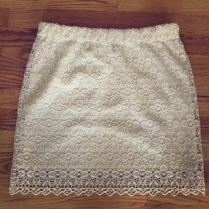 H&M Cream lace mini skirt.